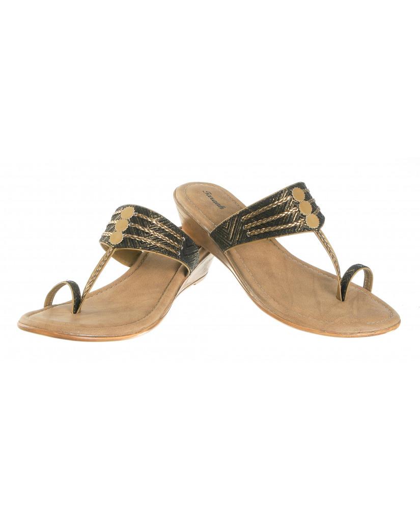 2006 : Balujas'Taraah' Black Wedge Heel Chappal