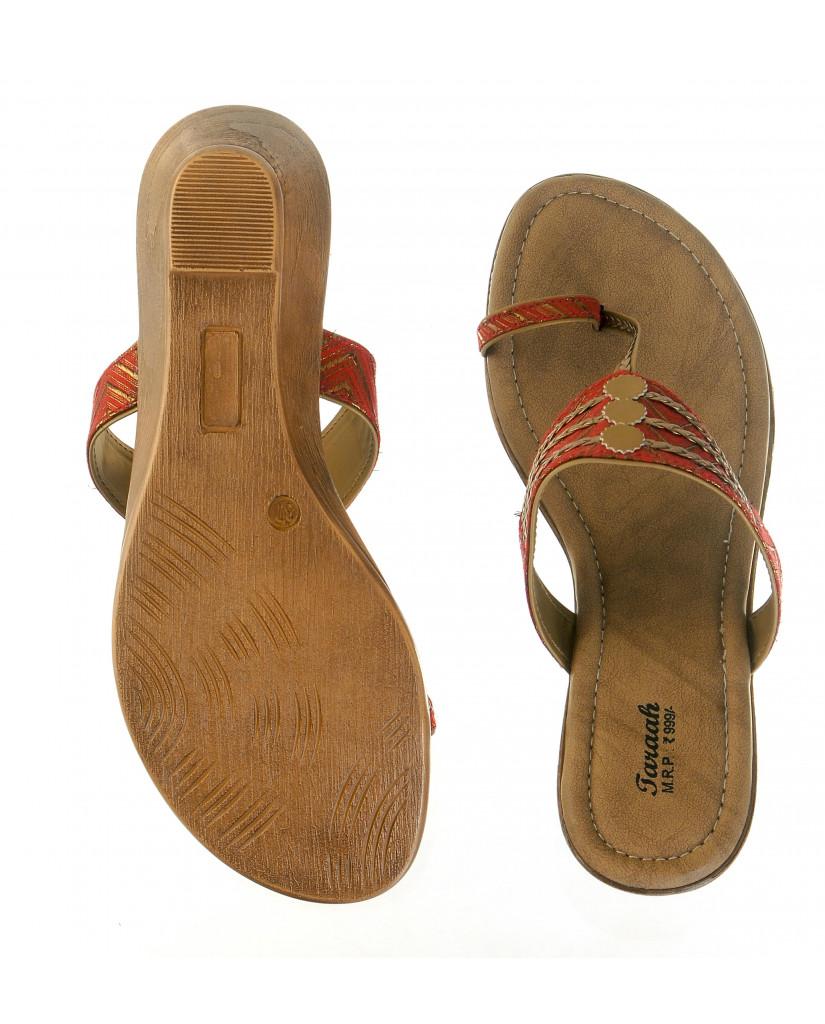 2006: Balujas'Taraah' Red Wedge Heel Chappal