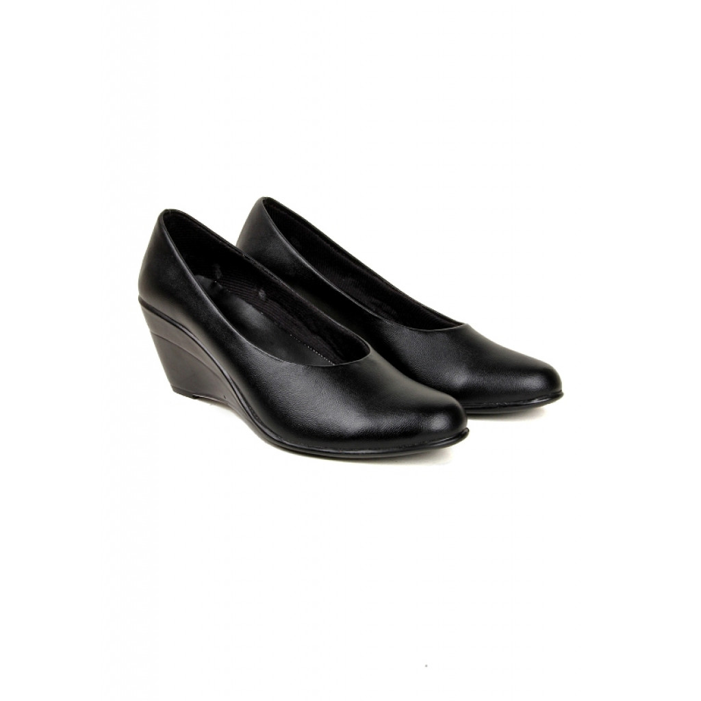 S-1 : Balujas' Chelsea Black Wedge Heel Bellies